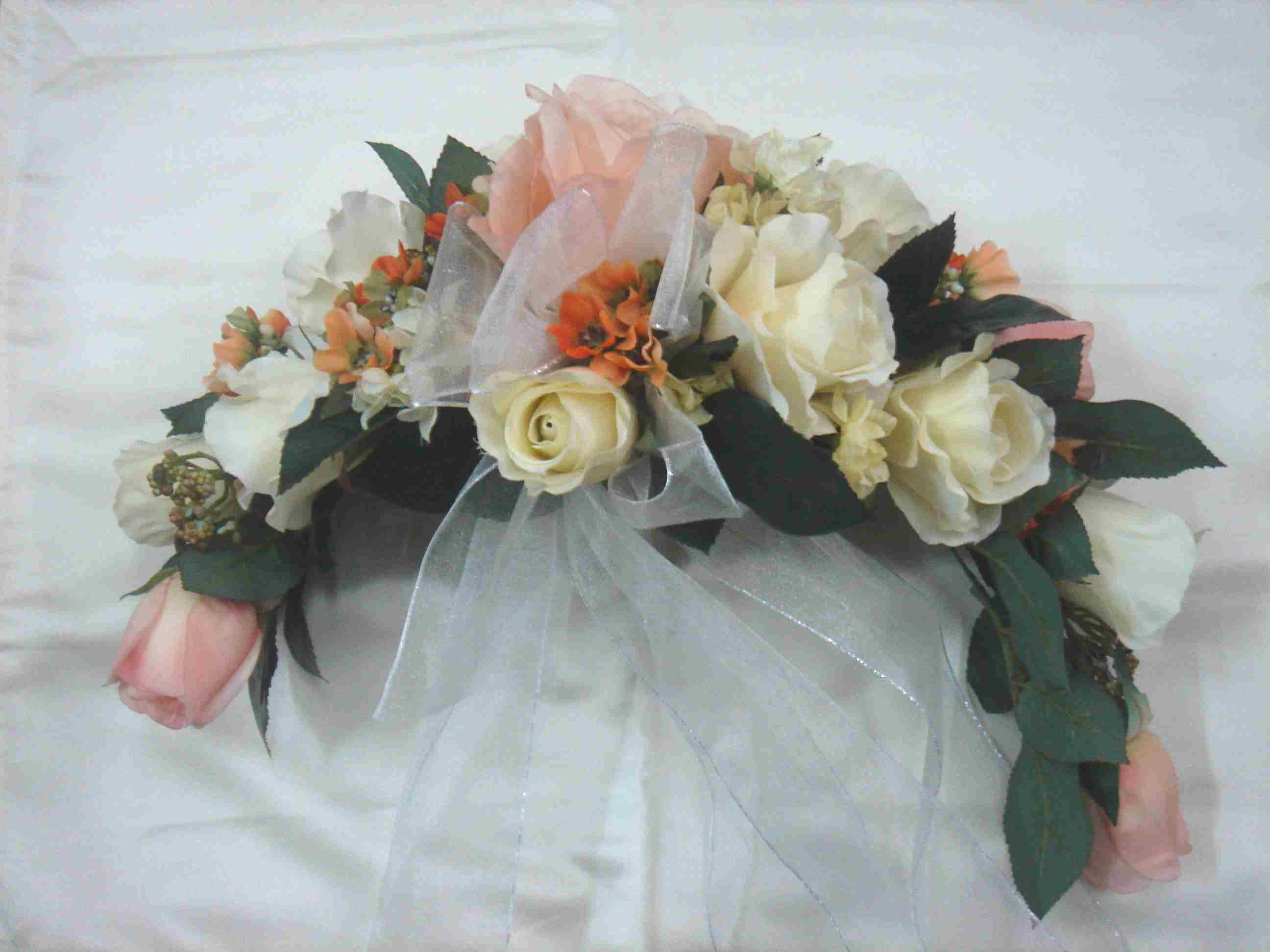 Wedding flowers glossary cardinal bridal for Crescent bouquet