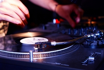 The Importance of Choosing a Good Wedding DJ