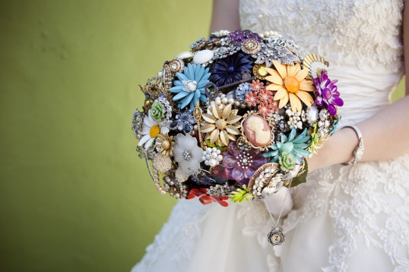 Brooch Bouquets Look Fascinating And Form A Great Alternative To Traditional Flower They Are Made From Brooches So You Can Indeed Cherish