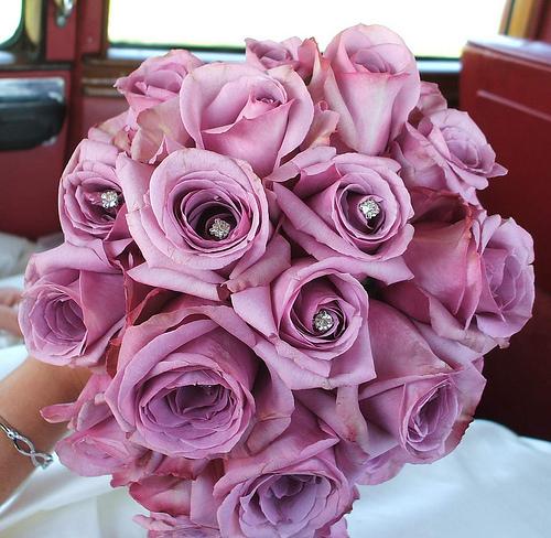 A purple bouquet, ideal for a purple wedding