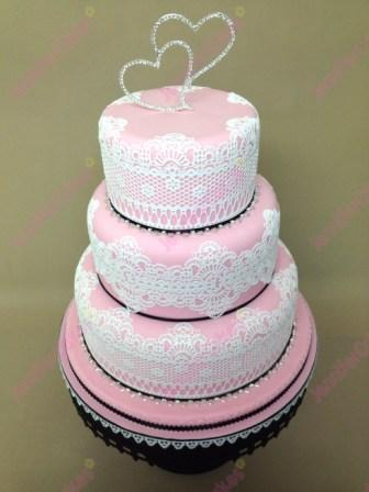 edible lace on wedding cake