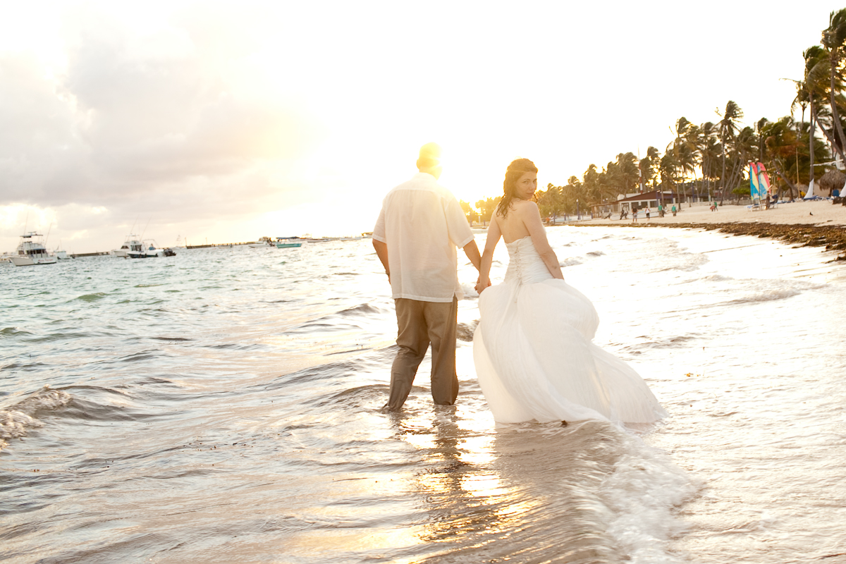 Things you should know about destination weddings for Wedding dress destination wedding