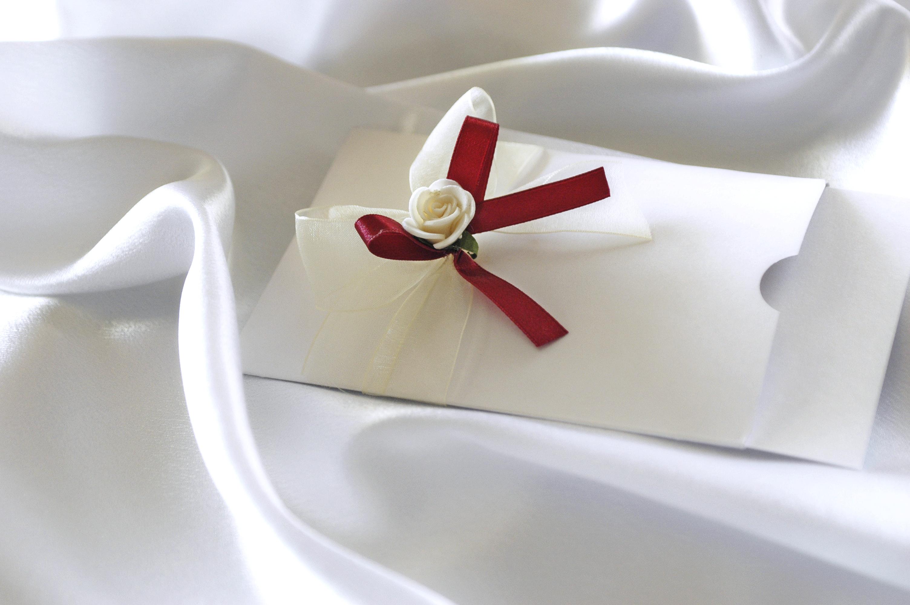 Extremely Stylish Wallet-style Wedding Invitations   Cardinal Bridal
