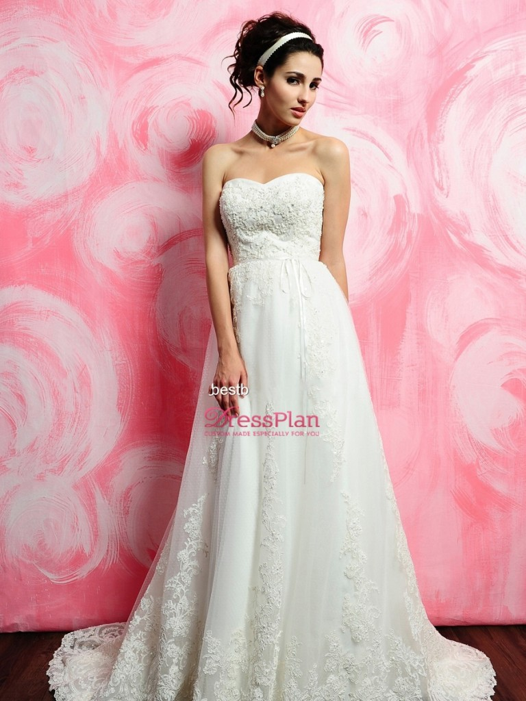 Exquisite-White-Lace-Bridal-Gown-of-Empire-Silhouette