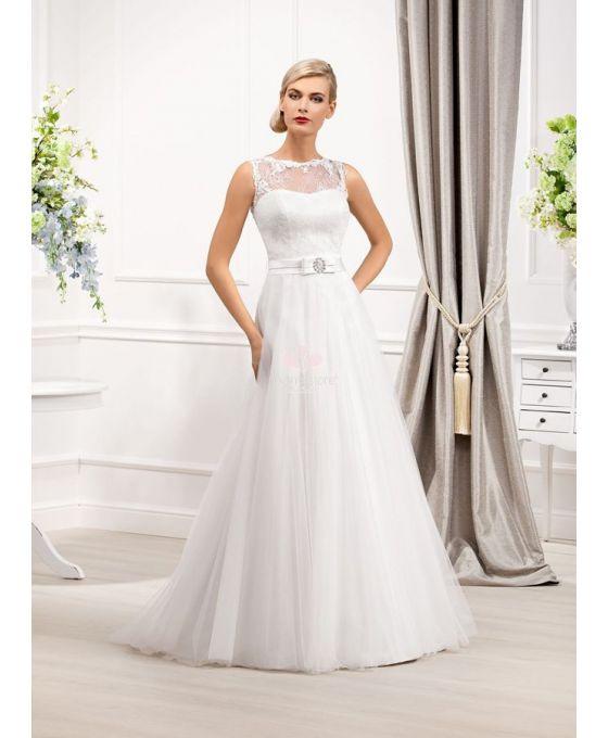 a-line-chapel-ttulle lace low roundscooped neck wedding dress