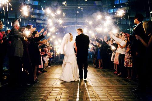 everyone likes wedding sparklers