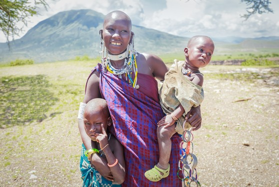Ndebele tribal woman with children