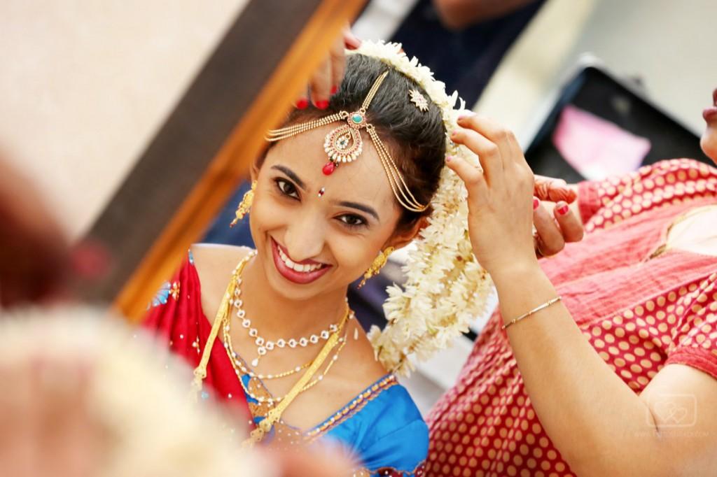 fotoshaadi bride getting ready