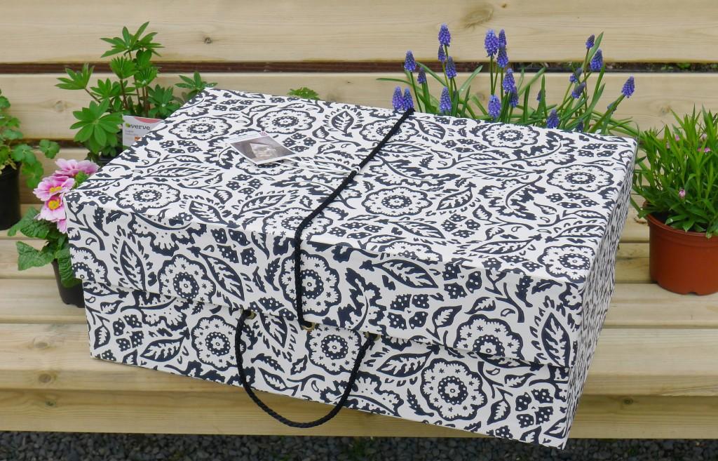 travel maxi floral damask Black White