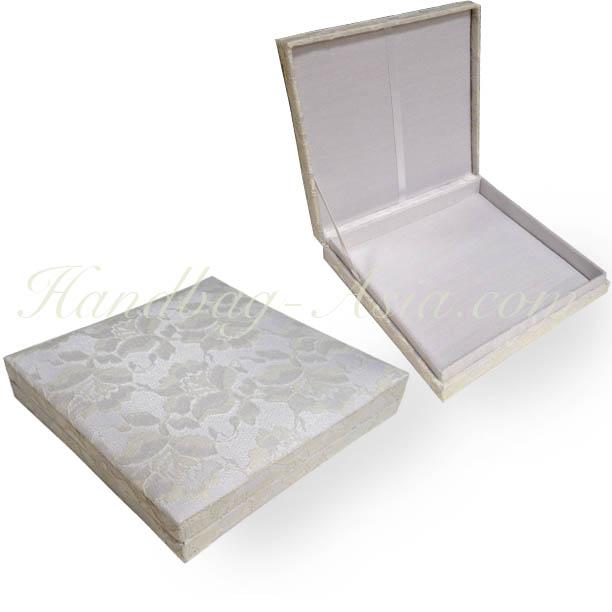 Lace Invitation Box in White