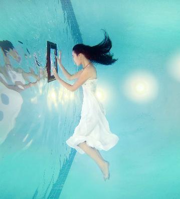 underwater bride looking in mirror
