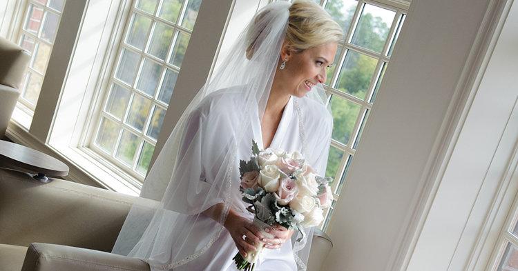 pastel bride bouquet by Vivian Photography