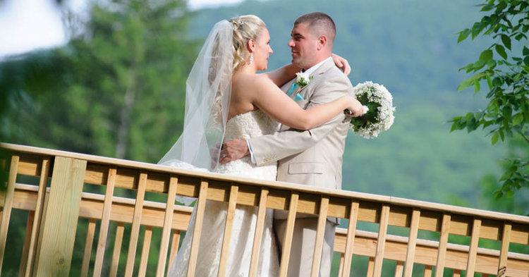 pastel bride groom bridge by Vivian Photography