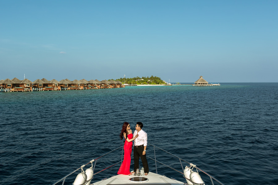 Maldives destination wedding on a yacht